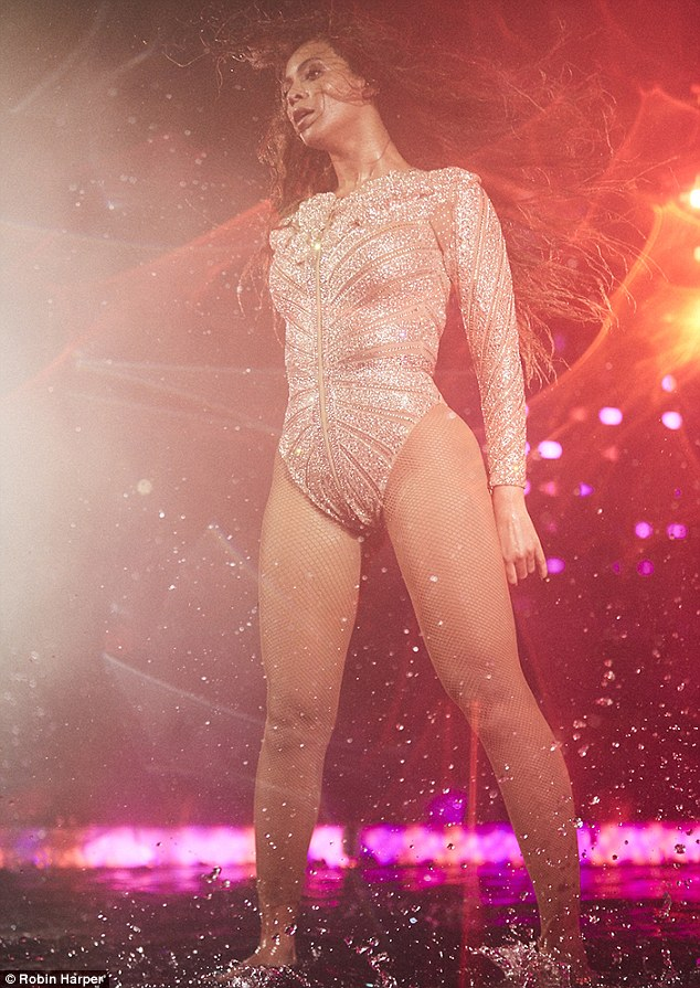33D6054C00000578-3572696-Queen_Bey_stunned_in_a_glittery_nude_bodysuit-m-88_1462379235727
